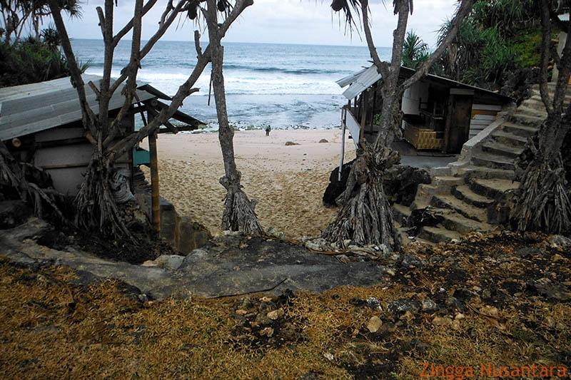 Pantai Watu Lawang Yang Indah