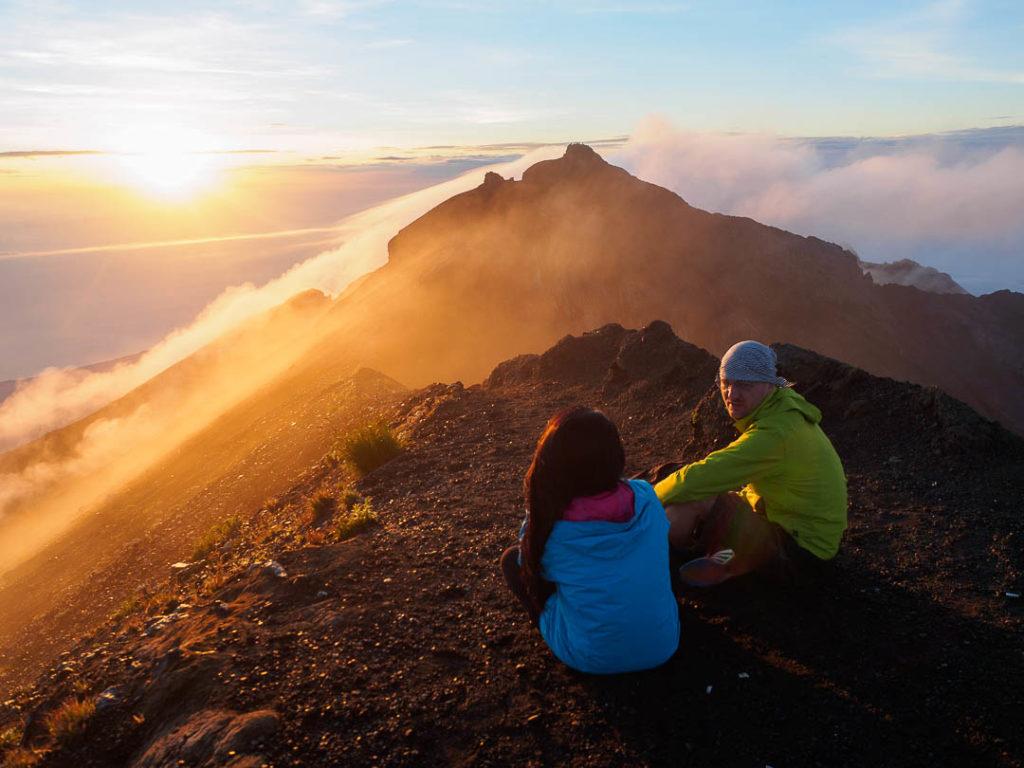 Pemandangan indah di atas gunung, tak semudah cara menggapainya. Foto by Wira Nurmansyah