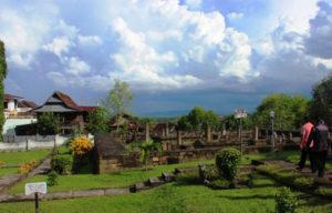 Pemandangan di sekitaran Makam Agung Soppeng, Sulawesi Selatan