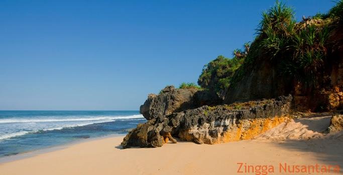 Pesisi Pantai Watu Lawang