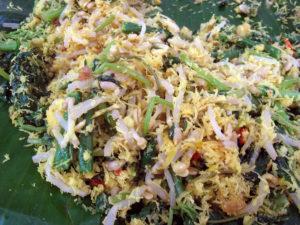 Urap yang dibungkus daun pisang juga merupakan salah satu makanan khas di Tegal, Jawa TEngah