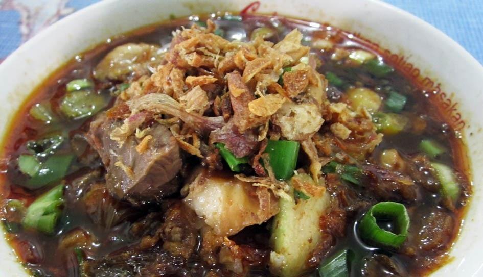Soto Tauto(taucho) Pekalongan dari ibu Bawon yang sudah terkenal di kalangan kulineresia