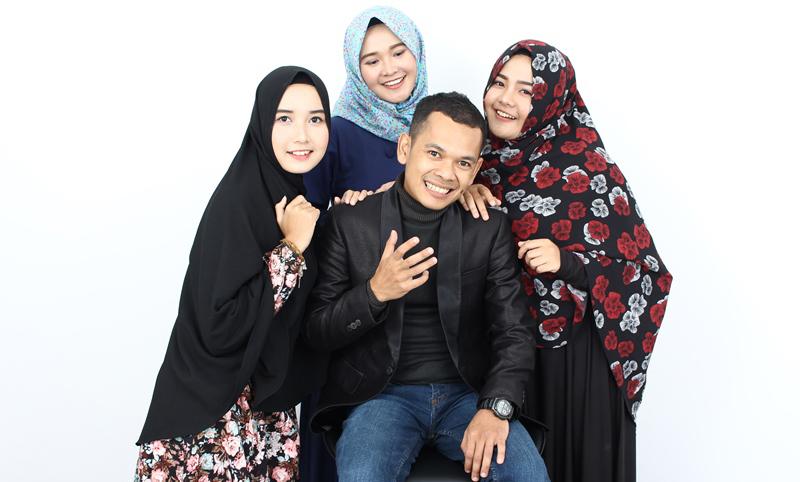 Poligami Menjadi Hal Biasa Di Semua Kalangan