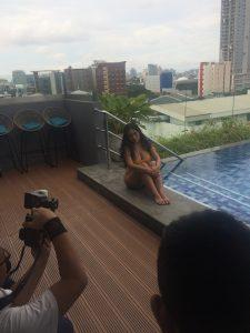 Pose seksi Innesh Melan di Male Indonesia