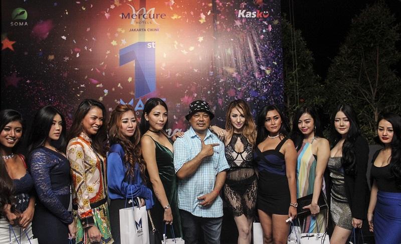 Pemred Male Indonesia, Burhan Abe bersama para model