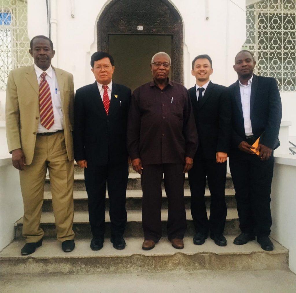 Dubes Ratlan Pardede bersama dengan Mr. Mohamed Ramia Abdiwawa, Menteri Keuangan dan Perencanaan Zanzibar