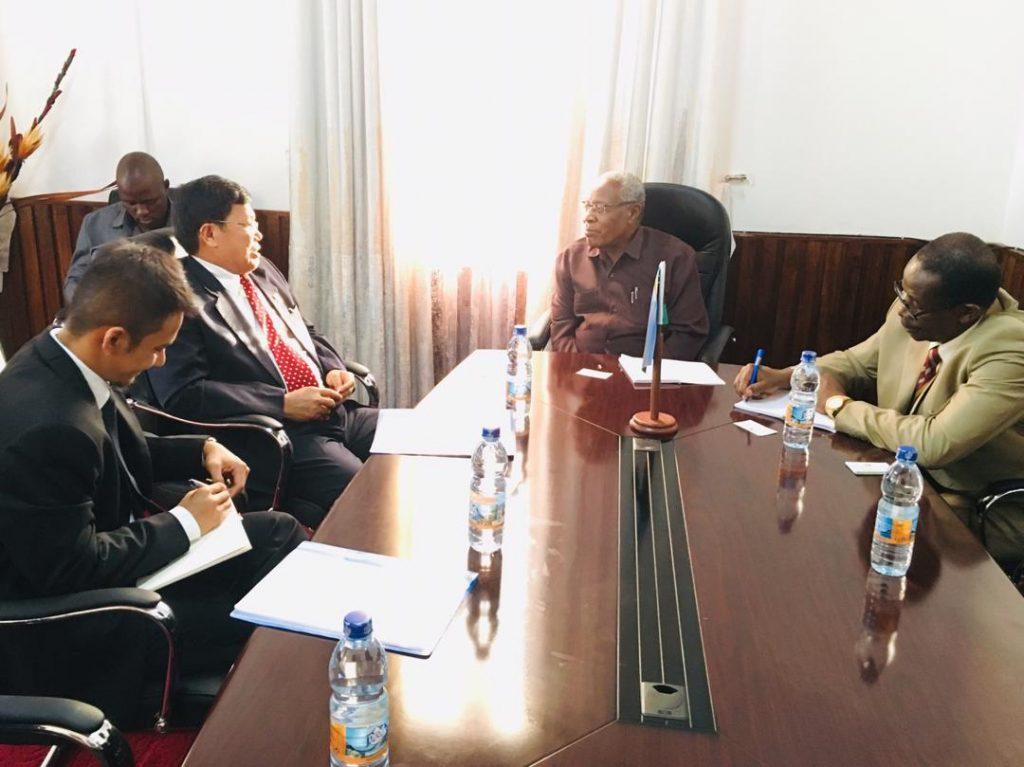 Dubes Ratlan Pardede bersama dengan Mr. Mohamed Ramia Abdiwawa, Menteri Keuangan dan Perencanaan Zanzibar1