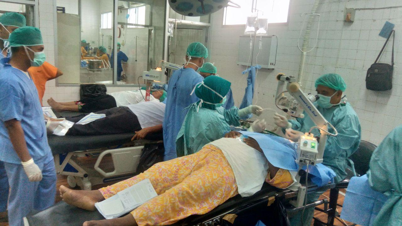 Dokter Pra Operasi Katarak