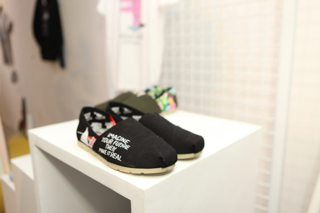 Koleksi kolaborasi Wakai x Jeremyville ikut dalam promo 'buy one get one'.