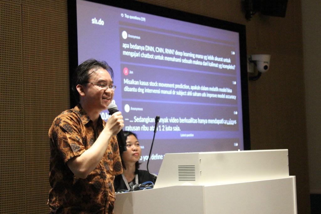 """""""An Introduction to AI/ML"""" dibawakan oleh Budi Santoso Alex selaku Certified DevOps Trainer dari NaradaCode."""