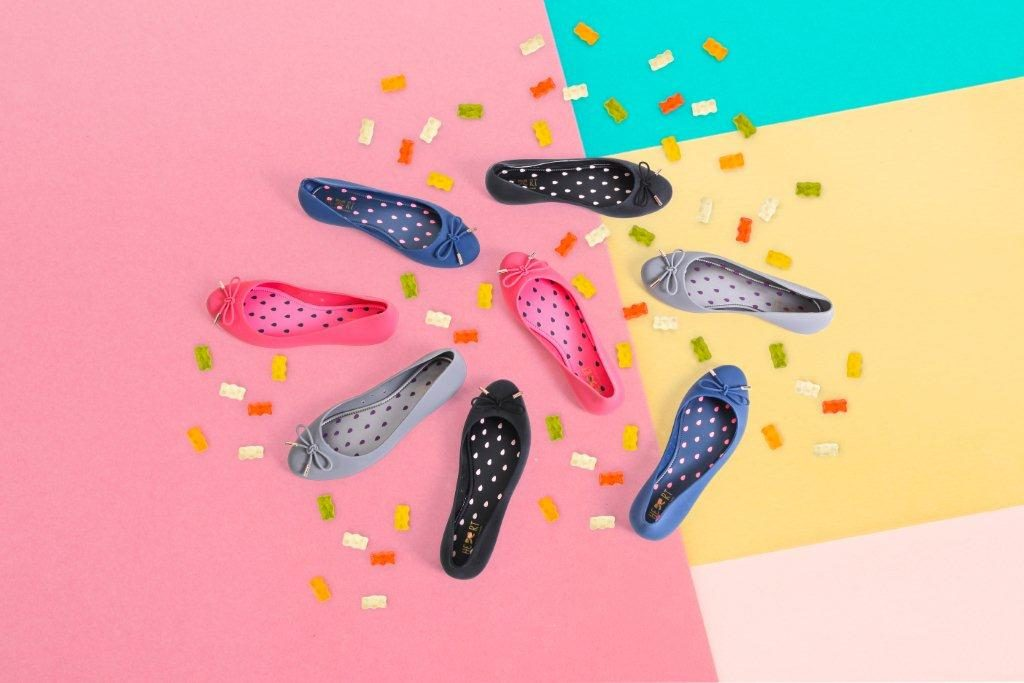 Jelly Shoes hadir dalam tiga model yaitu flat shoes, wedges shoes dan pump shoes.