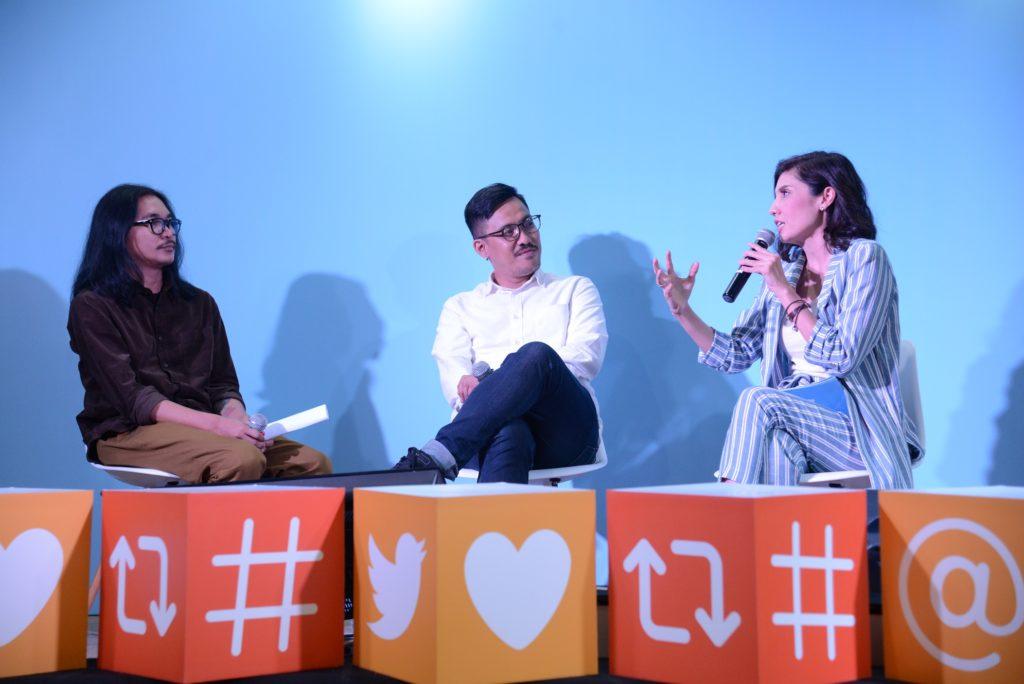Sesi diskusi tentang menciptakan konten kreatif dan viral di Twitter bersama Andi Hiyat dan Victor Kamang, bersama Cisca Becker sebagai MC dan Moderator di acara #LIFEonTwitter. (ki-ka): Andi Hiyat (@andihiyat), Victor Kamang (@vctrkmng), Cisca Becker (@ciscabecker), MC dan Moderator