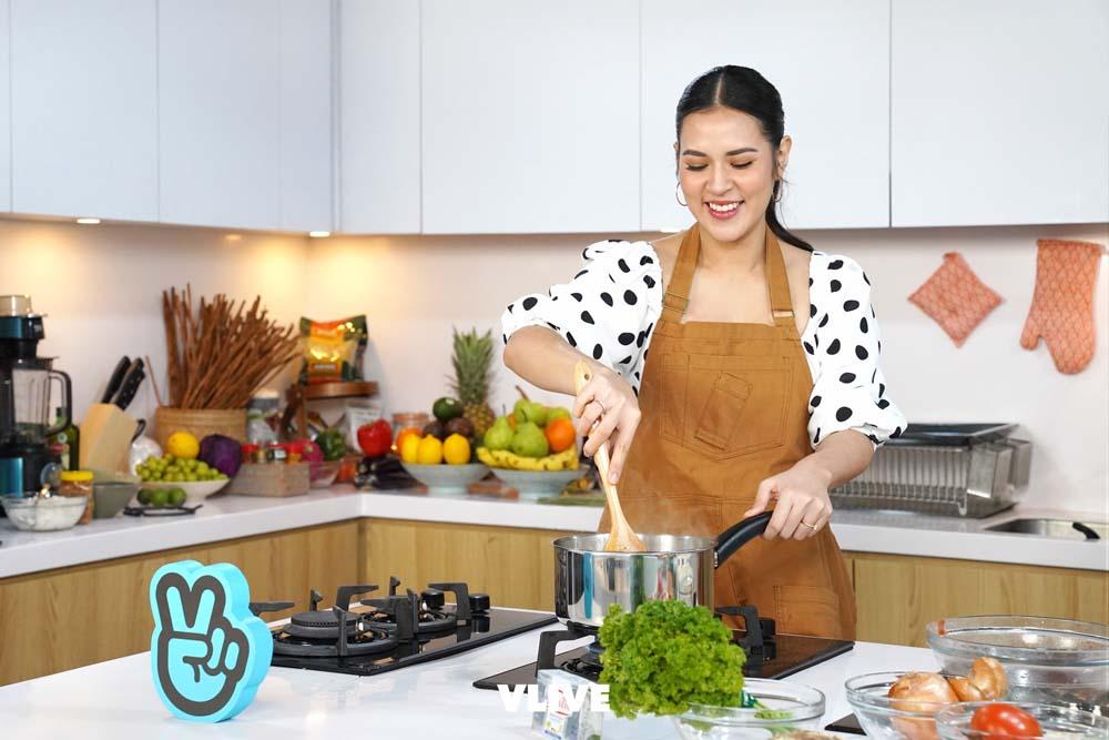 Intip serunya Raisa masak dalam acara RAISA'S KITCHEN