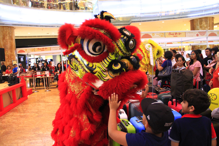 Salah satu tradisi dalam perayaan Tahun Baru Imlek adalah pertunjukkan Barongsai atau Lion Dance