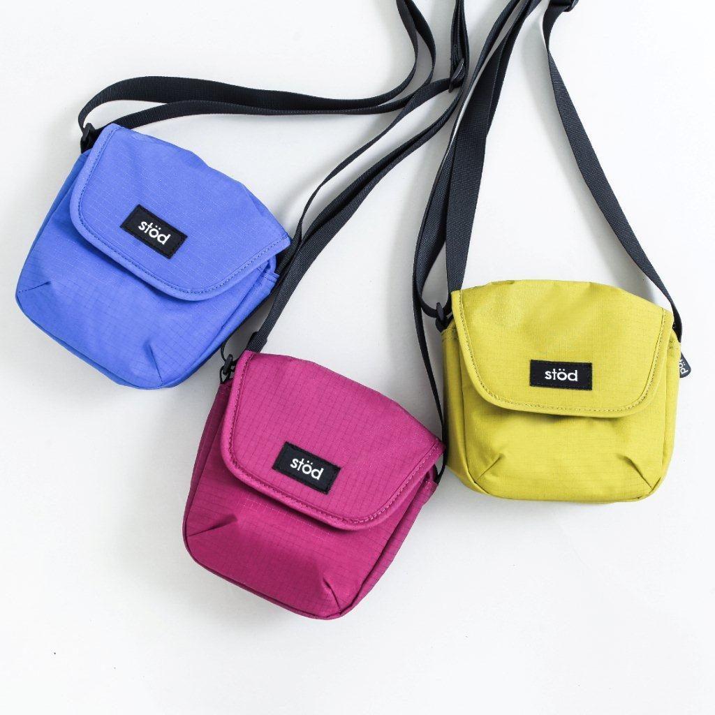 Grop hadir dalam tiga pilihan warna yaitu Blue, Maroon dan Yellow.