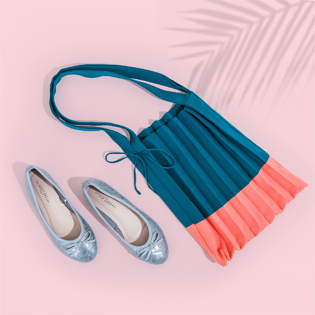 Tas ini sangat cocok untuk dipadukan dengan model sepatu TLTSN apapun agar semakin terlihat stylish.