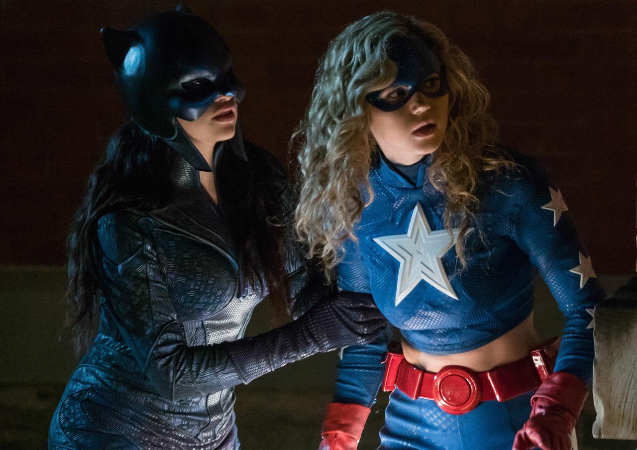 Serial DC Stargirl berkisah tentang pelajar tingkat dua sekolah menengah Courtney Whitmore